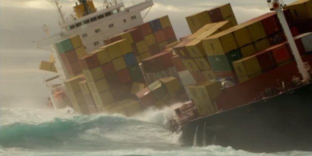 Груз может не доехать, так как контейнеры могут выпасть за борт